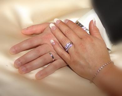 c689f3f20a31 ¿Cuál se coloca primero  el anillo de compromiso o el de bodas