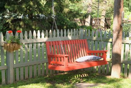 Ideas para una cerca para perros en el patio ehow en espa ol - Cercas de jardin ...
