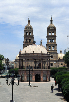 san miguel de allende buddhist personals Three people are dead after a kidnapping in san miguel de allende two of the dead were municipal employees who.