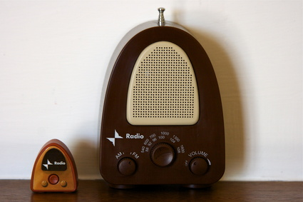How to Get Rid of Static on an In-Home Radio