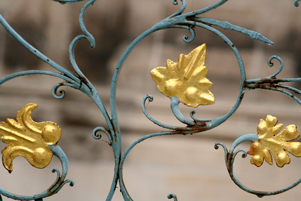 C mo pintar una cama de hierro de color dorado envejecido - Pintura dorada para madera ...