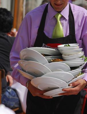 Qu es un garrotero o mozo de restaurante ehow en espa ol for Ayudante de cocina funciones