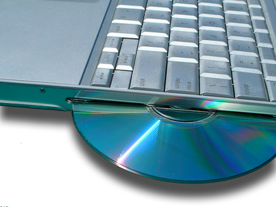How to Remove a CD From a Laptop