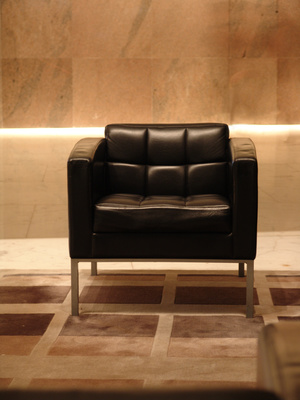 How To Decorate A Black Leather Couch Ehow Uk