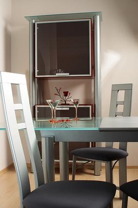 C mo restaurar muebles de aglomerado laminados ehow en for Pintar muebles laminados