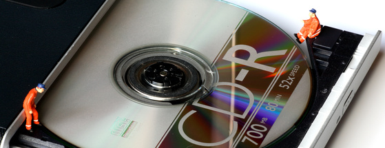 How to Set a CD to Start Automatically When You Put it in a Player