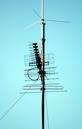 How do I Make an Antenna Receive a Stronger TV Signal?