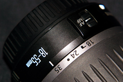 How to Remove Moisture From a Camera Lens