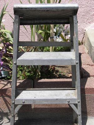 Ideas to build a tiered plant stand outdoors ehow uk How to build a tiered plant stand