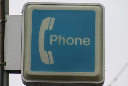 How to Make Free Phone Calls From a Payphone