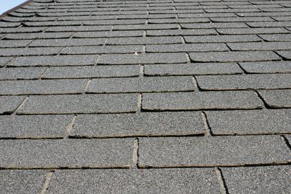 Cu l es el prop sito del papel de fieltro debajo de las for Papel para techos exteriores