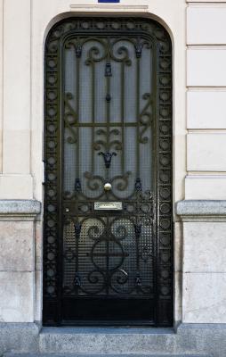 C mo hacer una puerta de hierro ornamental ehow en espa ol for Puertas principales de hierro para casas