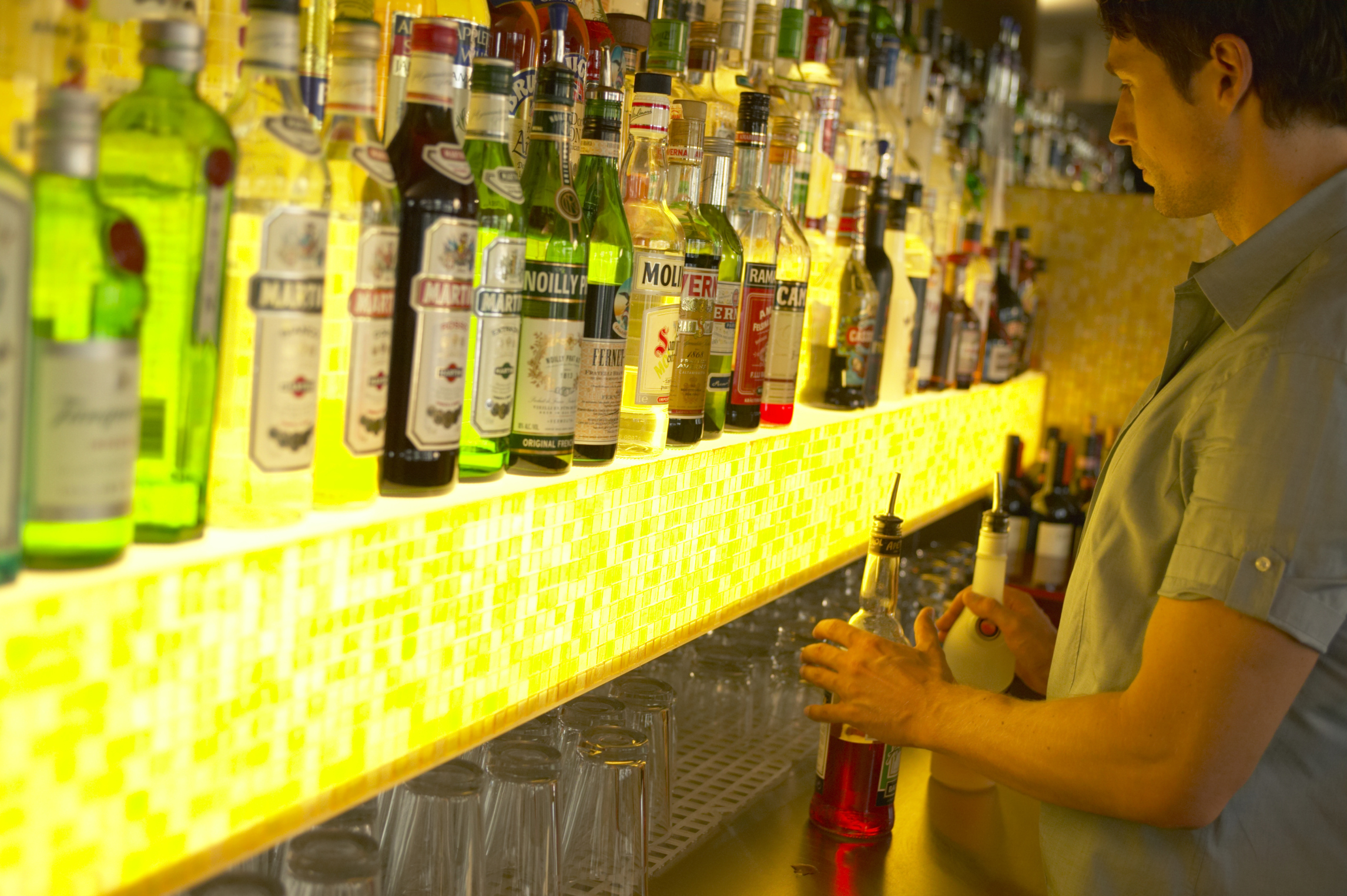 How to Set Up a Speed Bar for Bartenders | Bizfluent