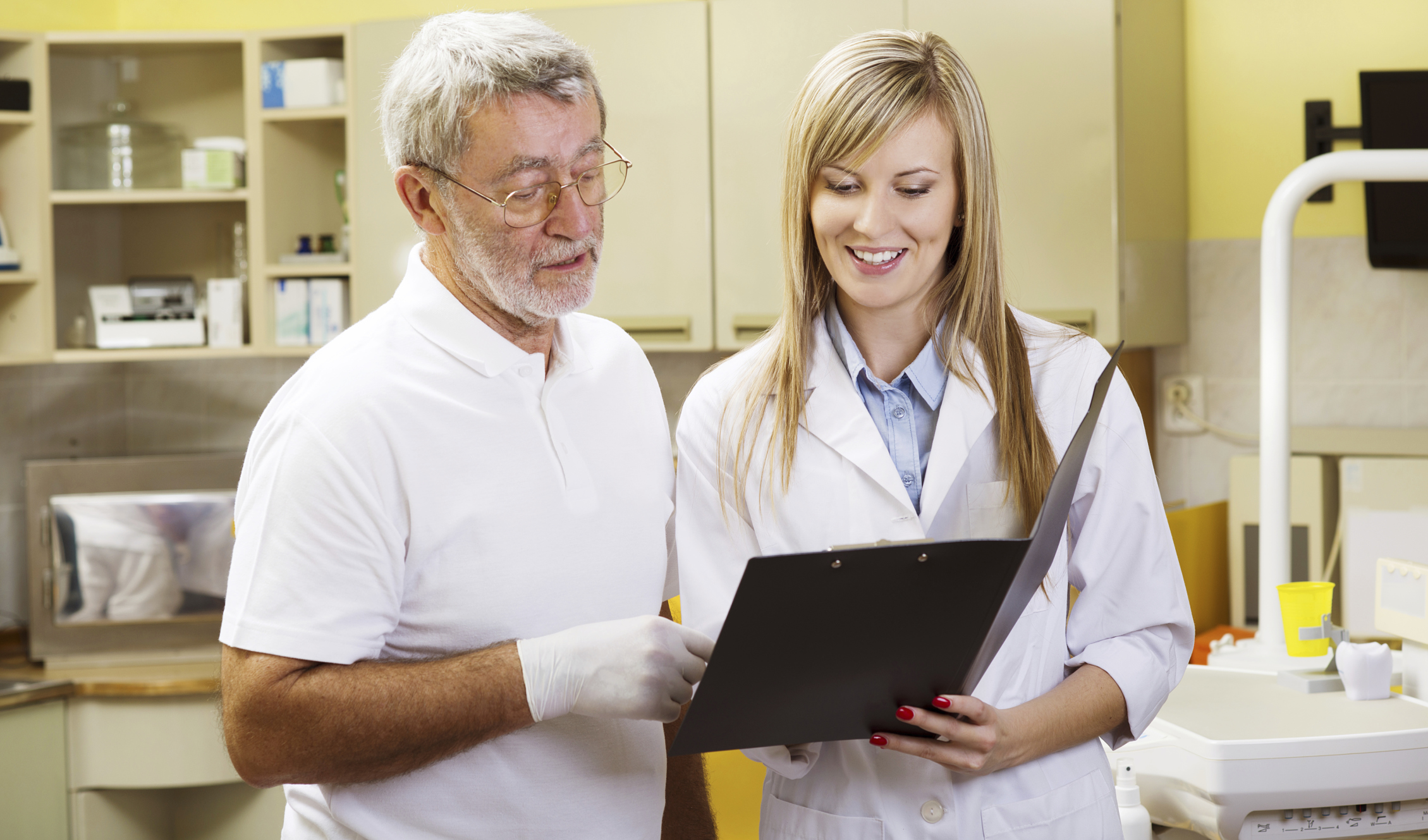 How Much Does a Lab Assistant Make? | Career Trend