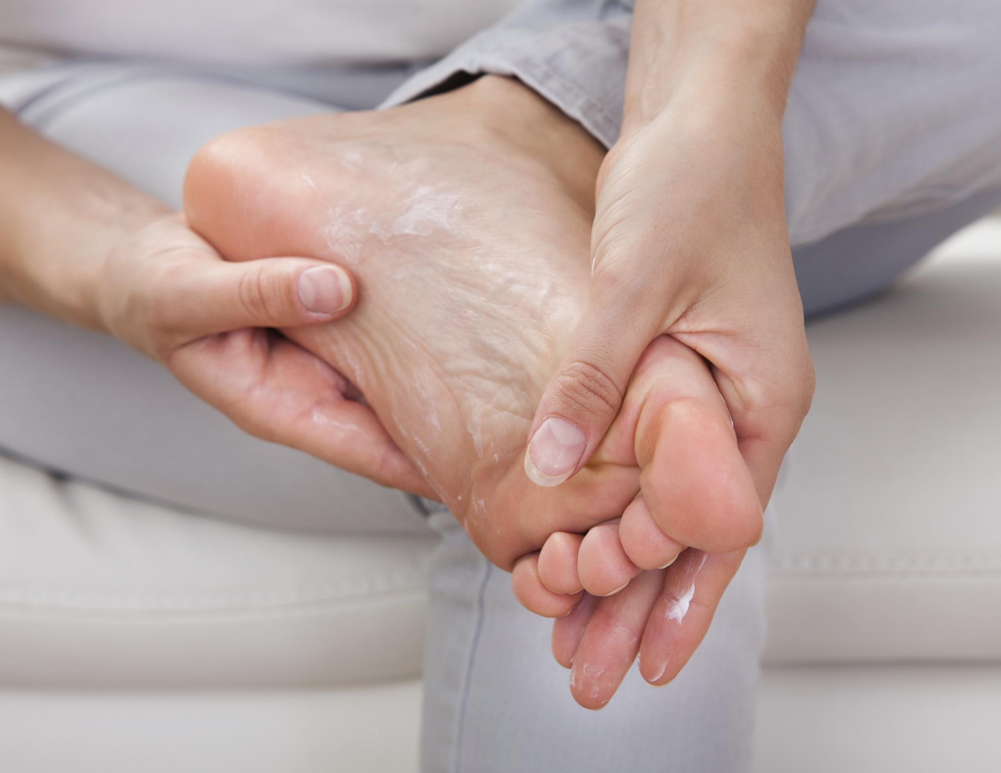 Чем лечить пятки от трещин в домашних условиях 201
