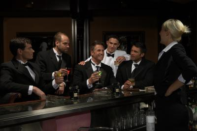what is the etiquette to tip bartenders at a wedding