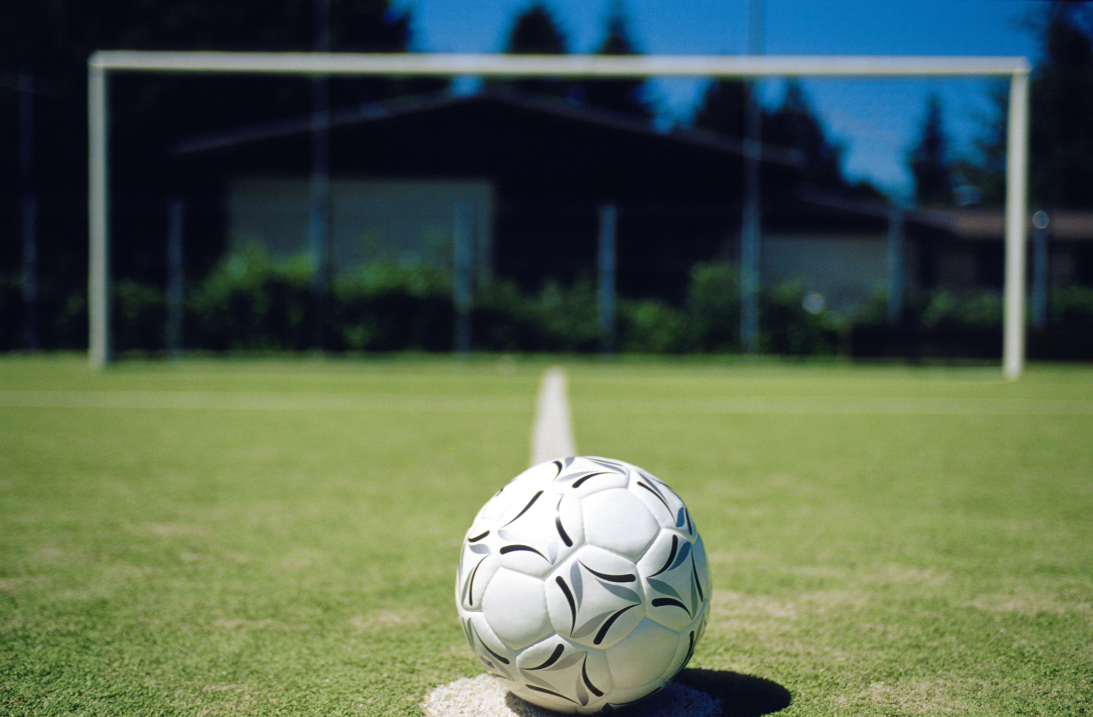 list of the differences between soccer basketball com