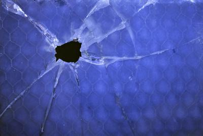 how to fix a broken pane of glass in bastrade