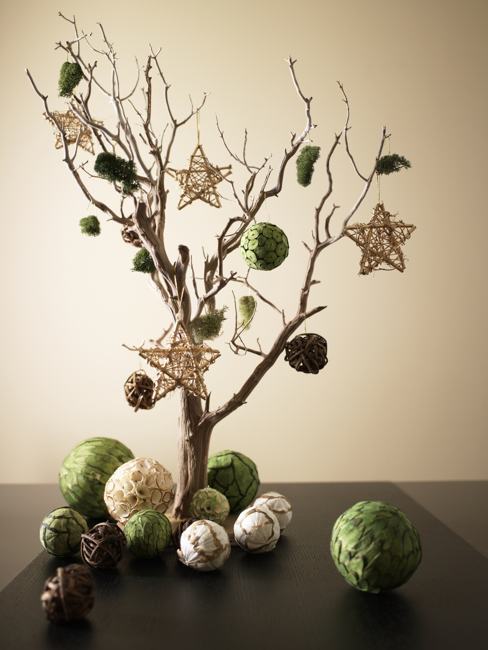 Decoraciones hechas con ramas de árbol naturales |