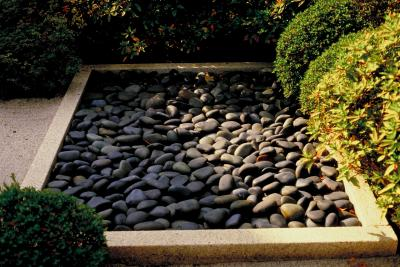 Landscaping with mexican black pebbles home guides sf gate for Smooth stones for landscaping
