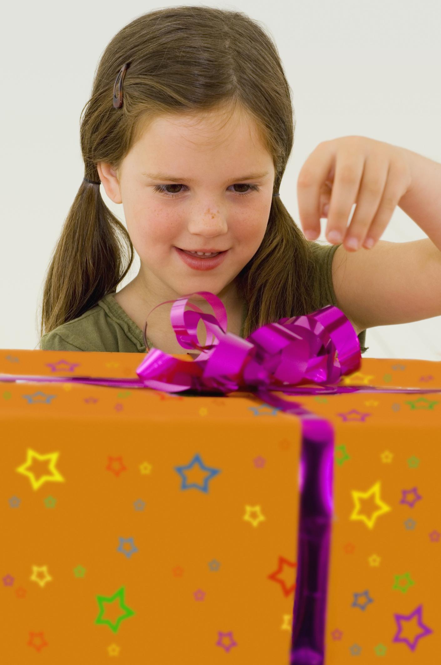 Подарок ребенку 10 лет. Что подарить девочке 10 лет 11