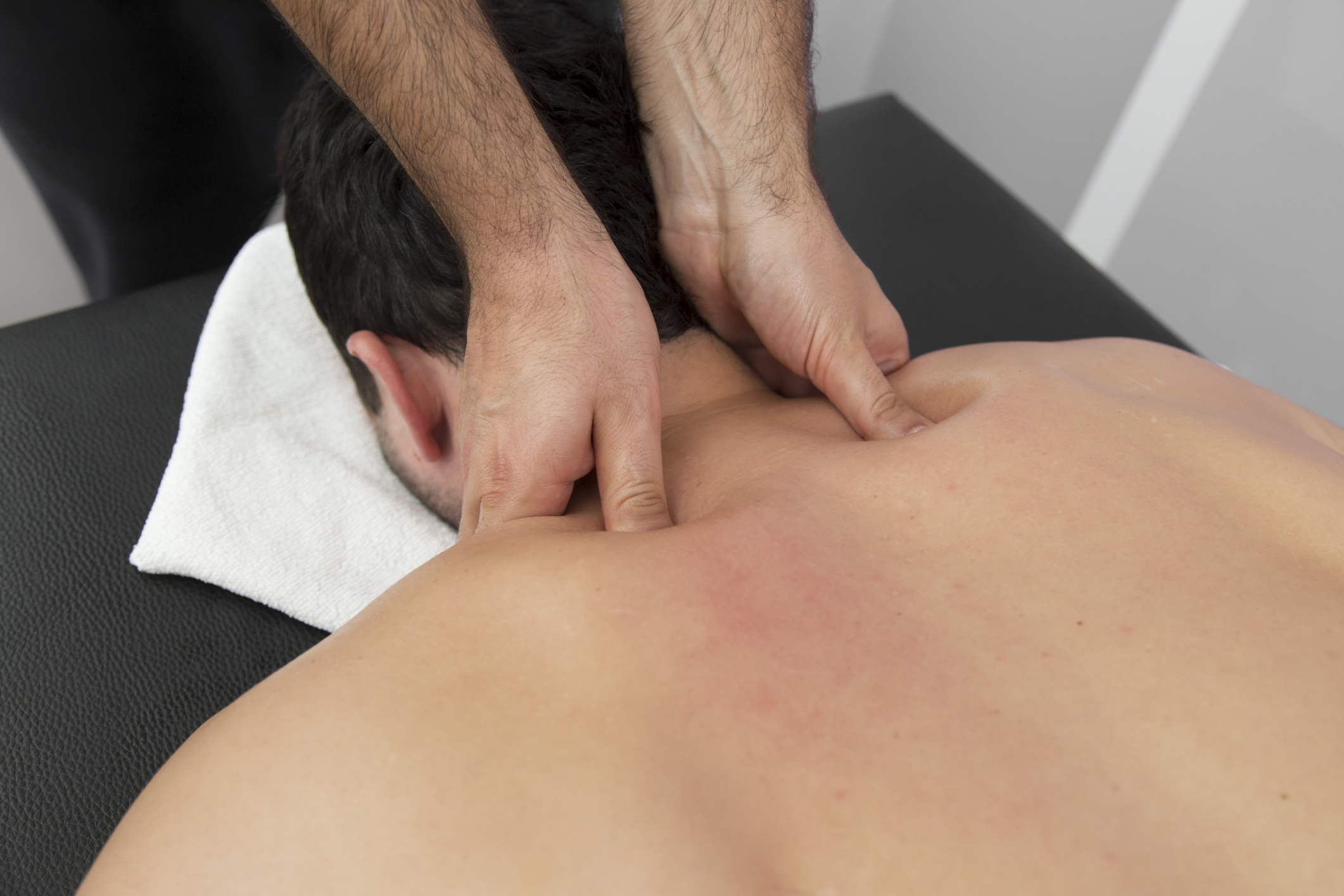 What Are the Signs & Symptoms of a C7 T1 Herniated Disk?