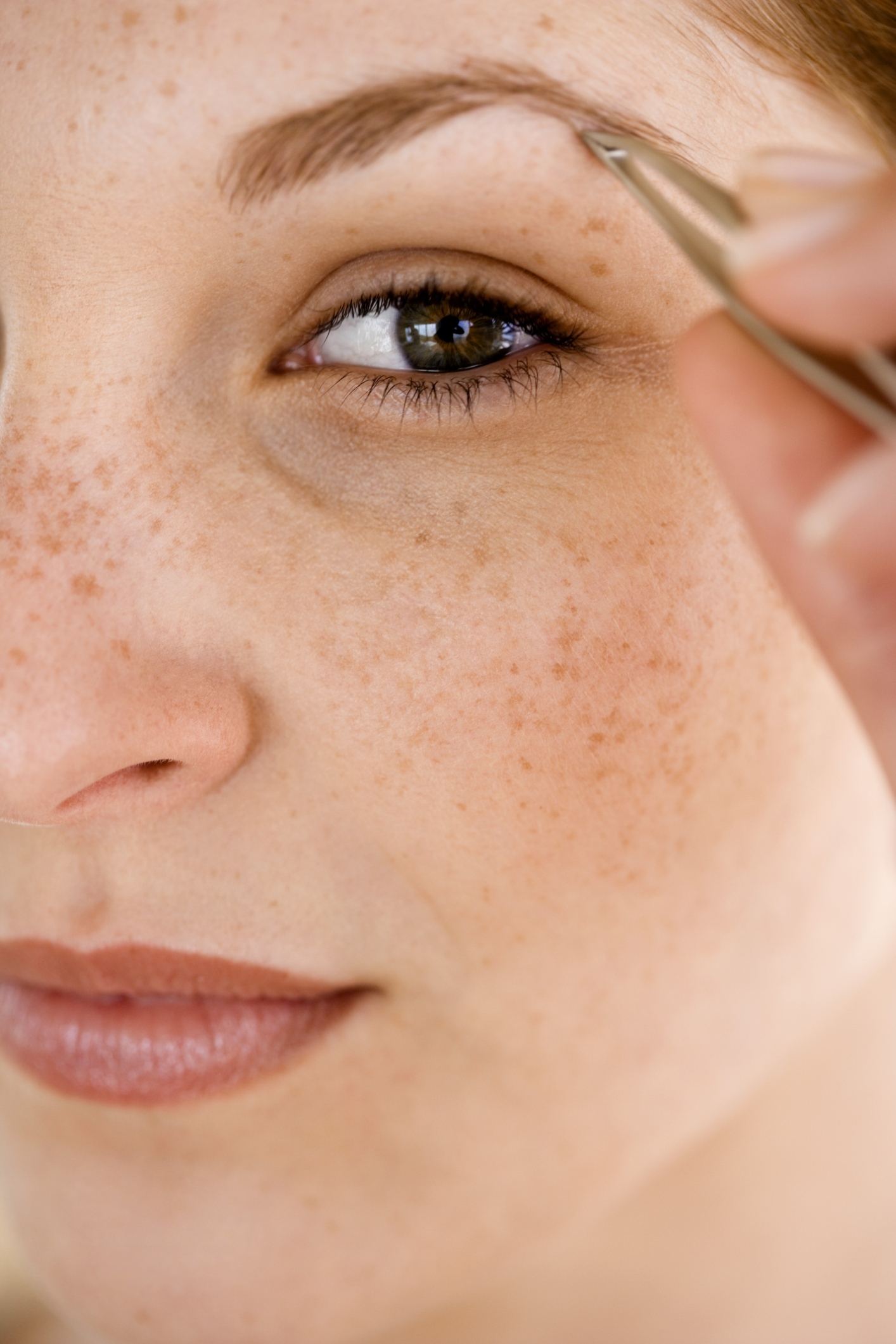 How to Get Rid of Eyebrow Hair Without Tweezers | LEAFtv