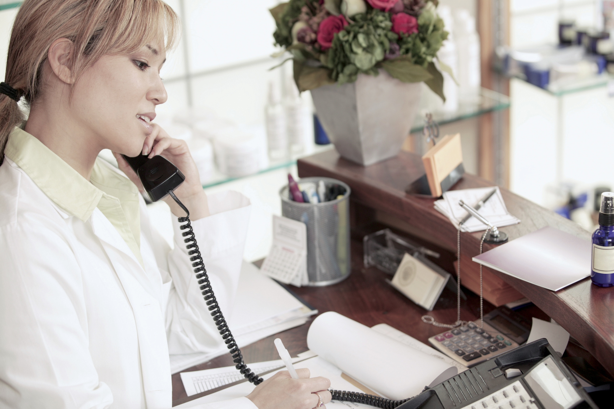 how to be a salon receptionist ehow uk