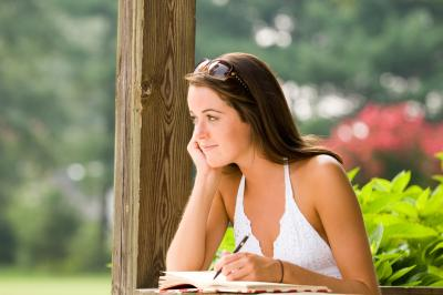 colleges that offer creative writing degrees