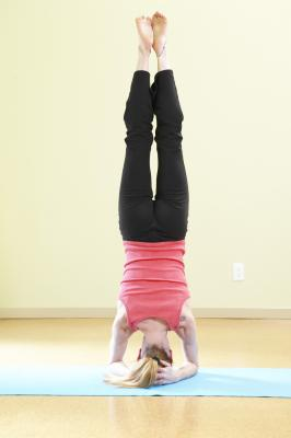 Yoga Headstand Benefits | LIVESTRONG.