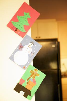 C mo hacer decoraciones navide as para paredes ehow en - Como hacer decoraciones navidenas ...