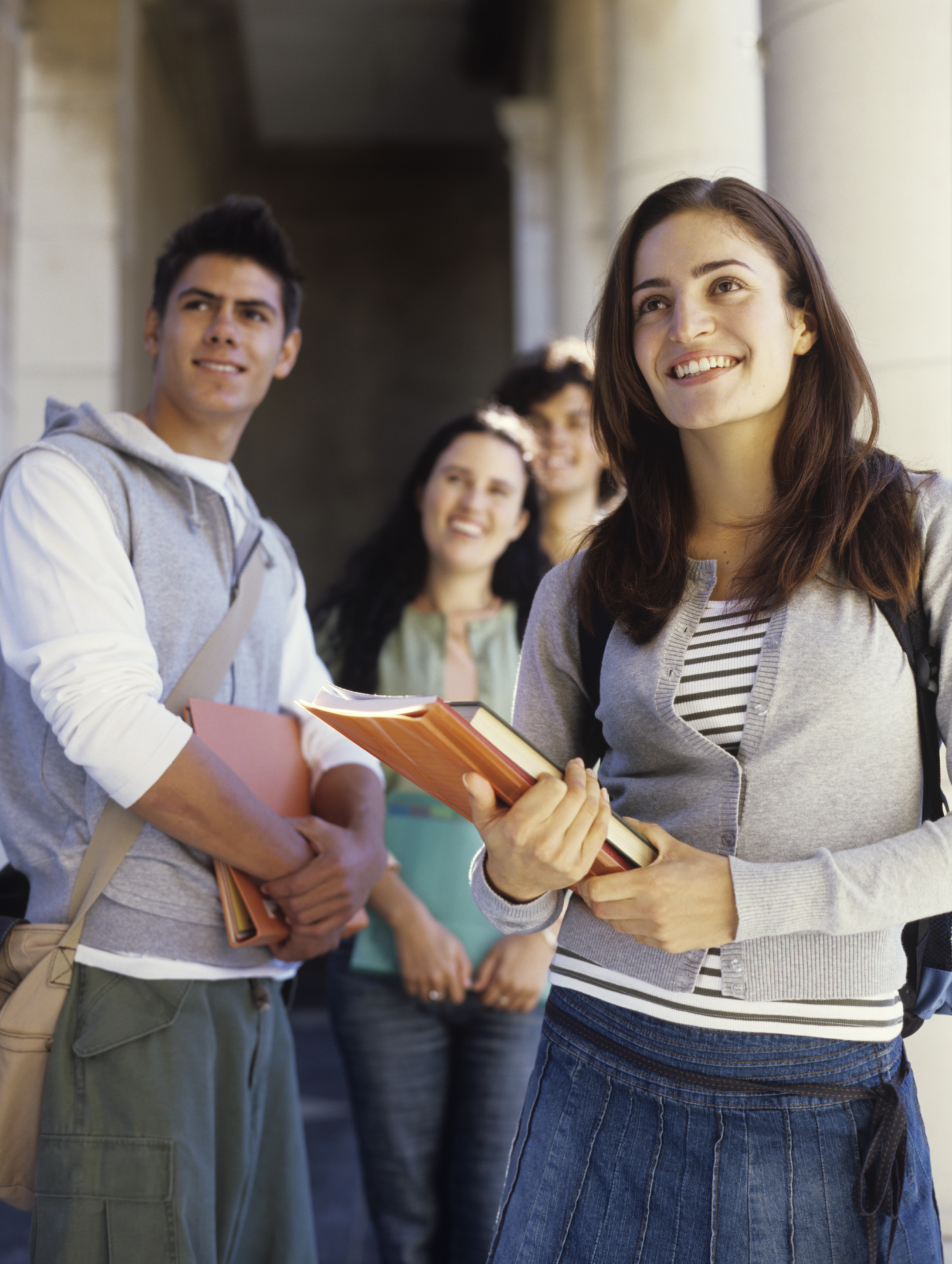 the similarities and the differences between high school and college Here are some examples of differences between high school and college teacher/student contact high school: the contact between teachers and students is closer and more frequent (five days/week.