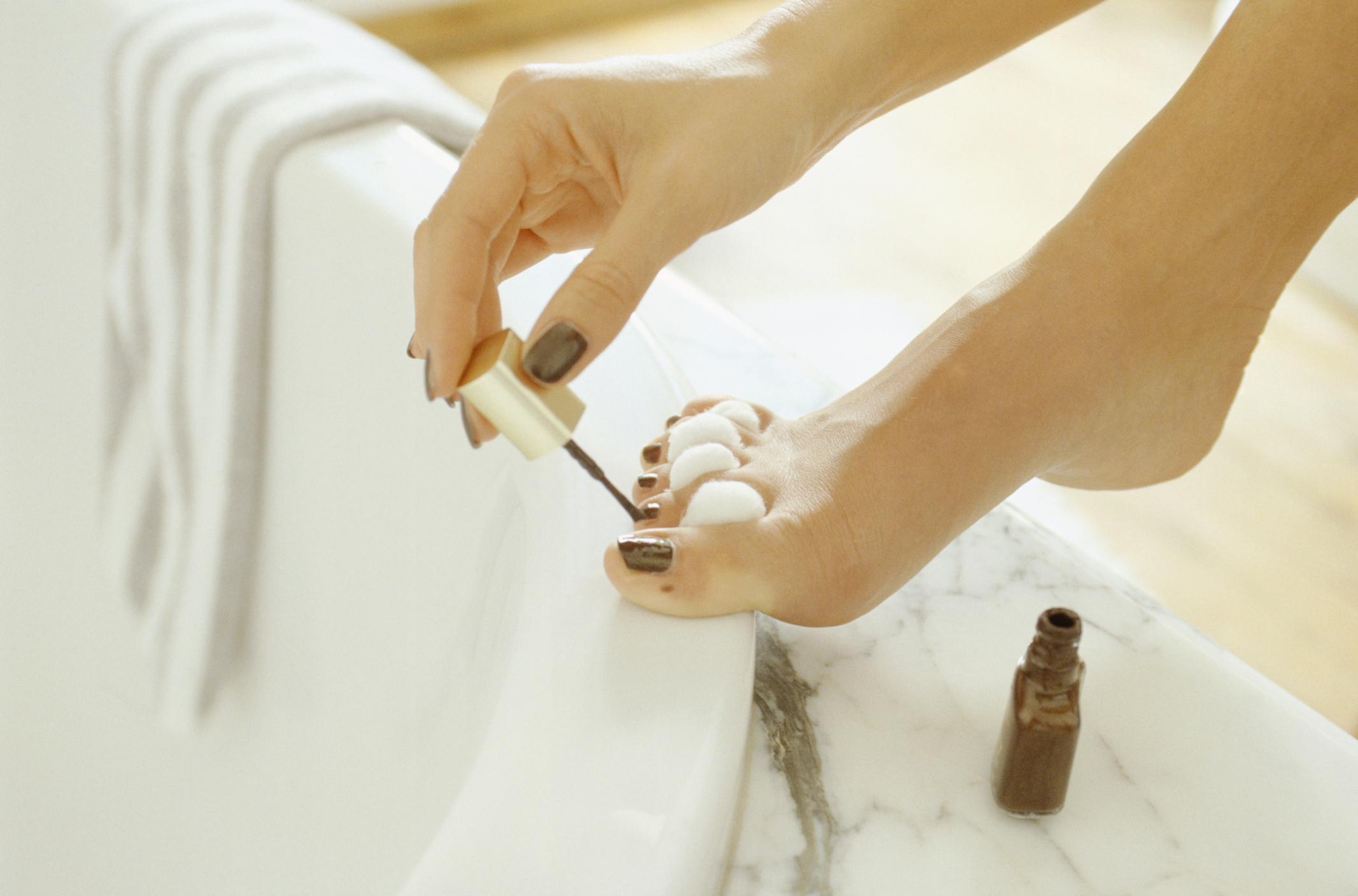 Allergies to Fingernail Polish & Headaches | LIVESTRONG.COM