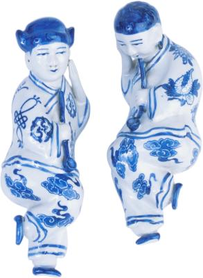 How To Decorate Shelves With Blue White Oriental