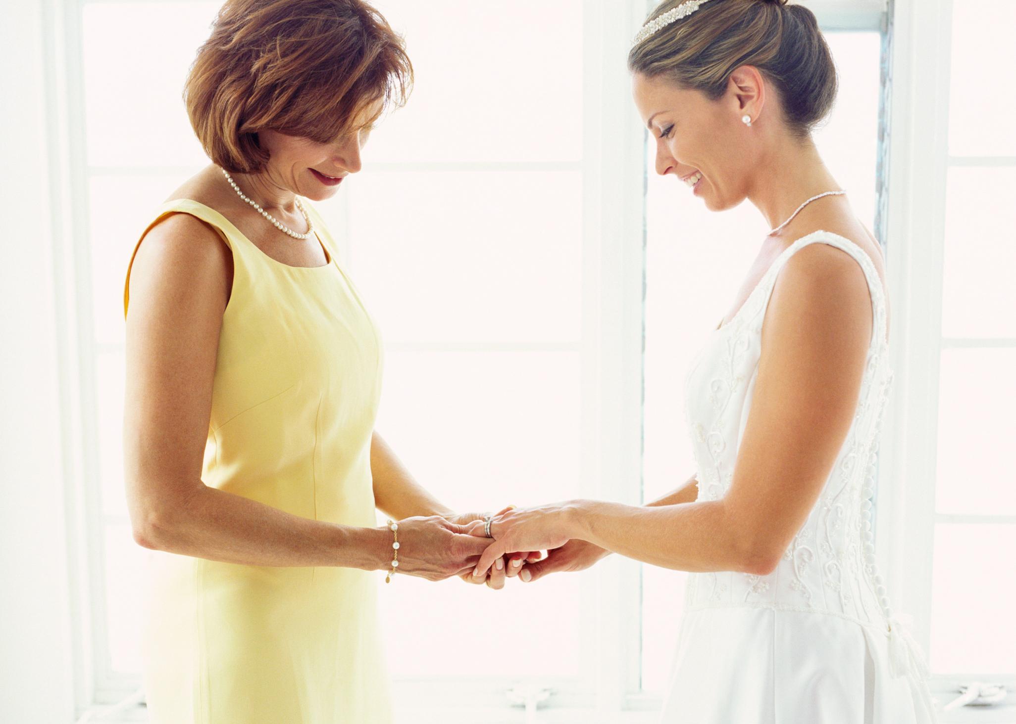Qué tipo de vestido es apropiado para la madre de la novia?  