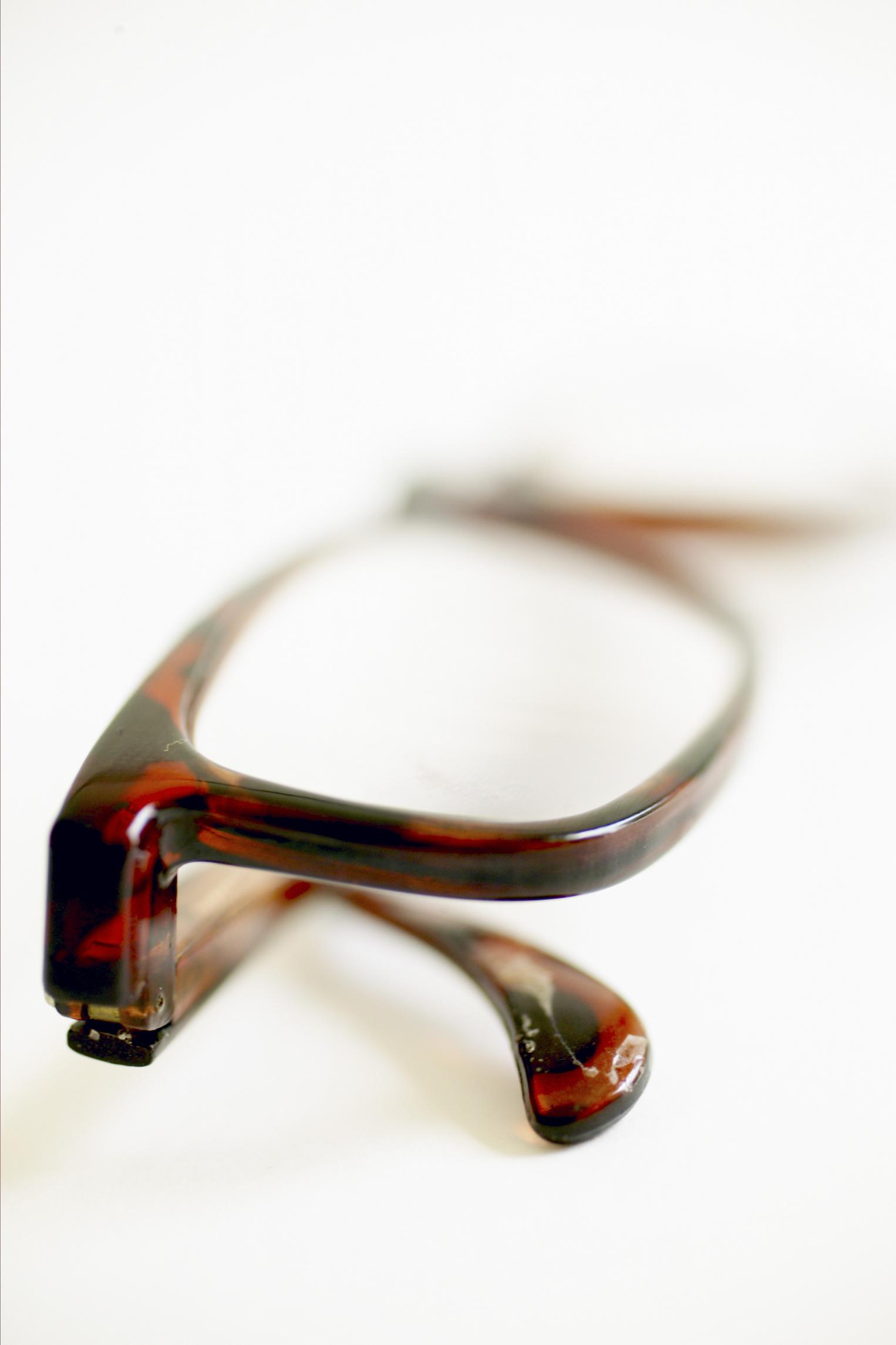 Cómo determinar las medidas de las gafas |