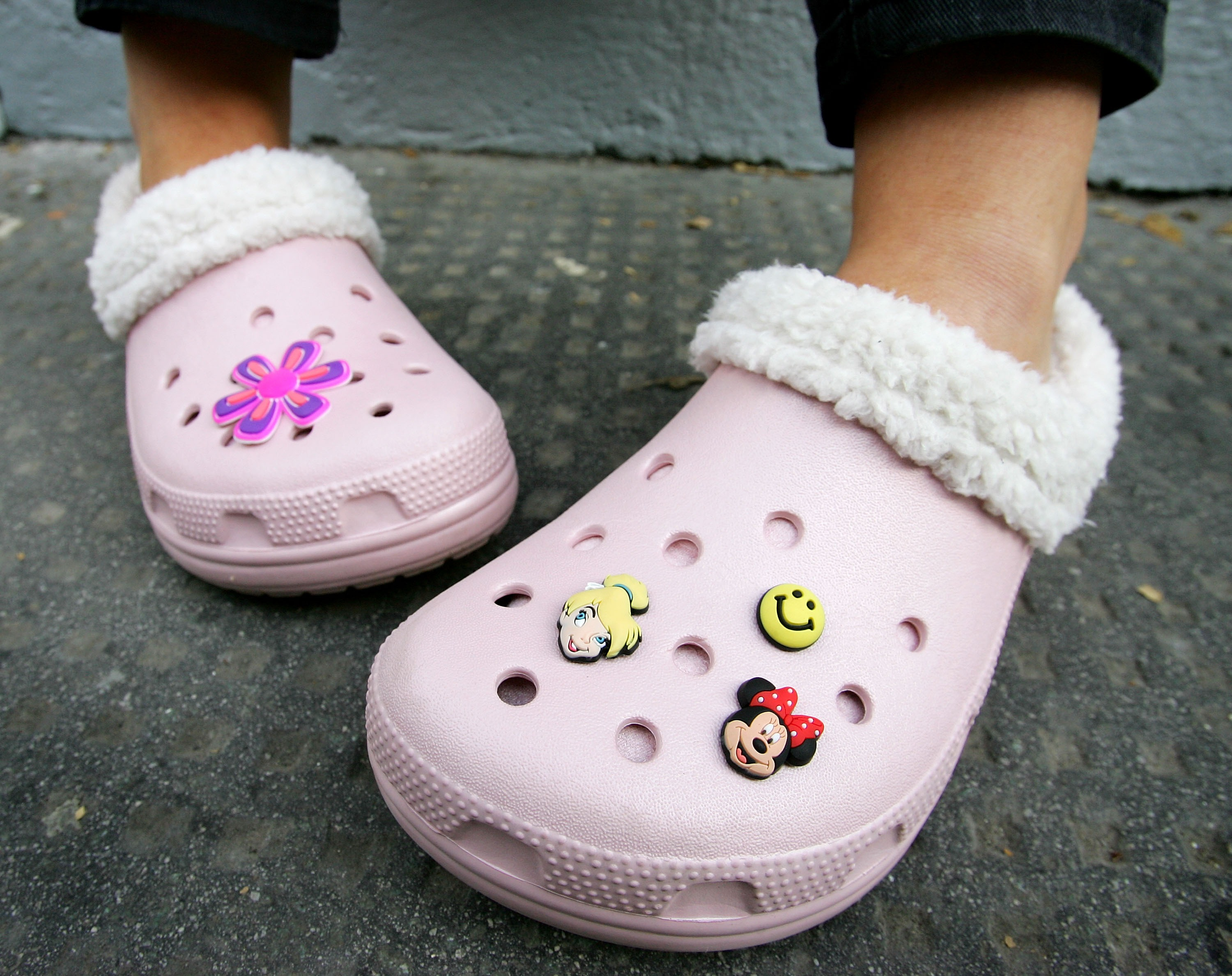How to Clean, Wash, Deodorize Crocs and