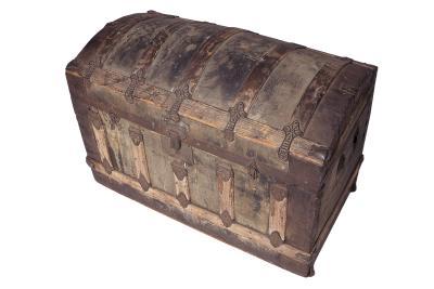 C mo restaurar un viejo ba l de madera ehow en espa ol - Como decorar un baul de madera ...