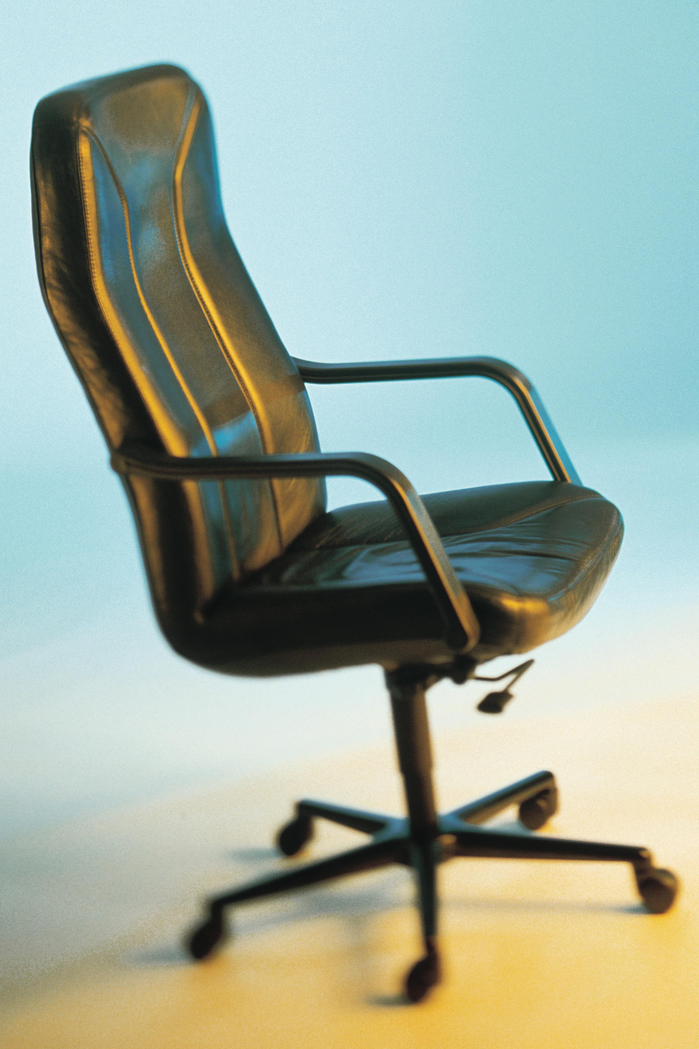 Cómo arreglar las rueditas de una silla de oficina |