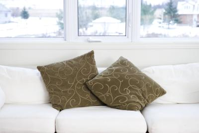 C mo arreglar los almohadones sobre un sof ehow en espa ol for Como arreglar un sofa
