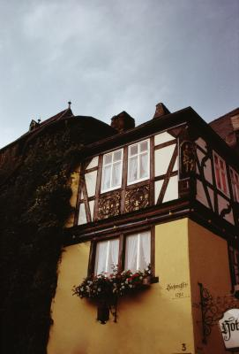 Remodeling the exterior of a tudor style house home - How to update a tudor style home exterior ...