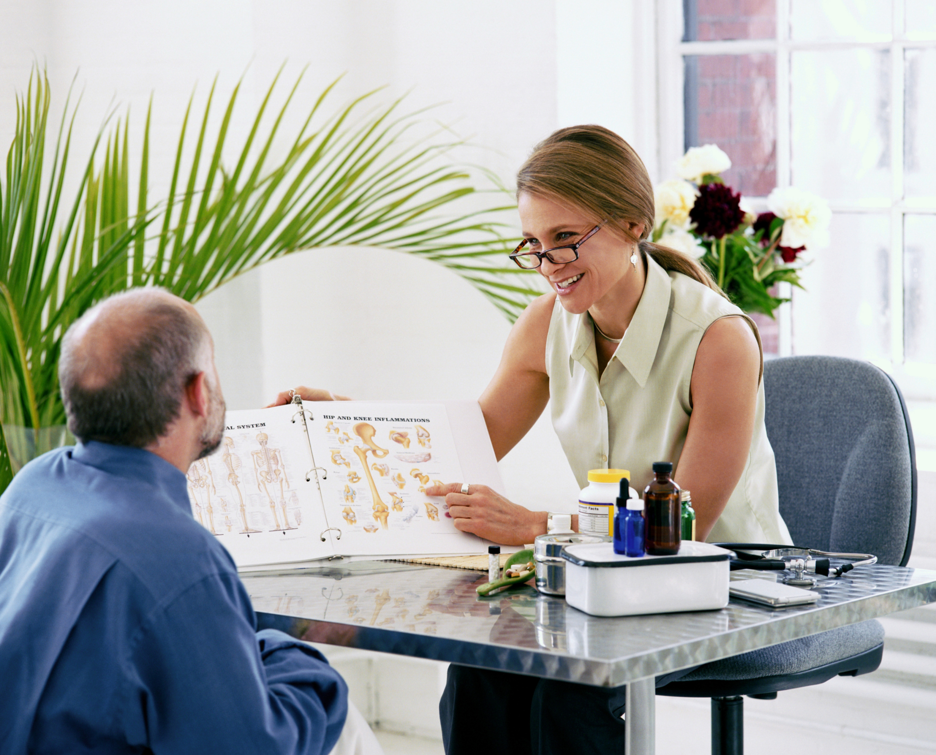 what is the role of a nutritionist livestrongcom