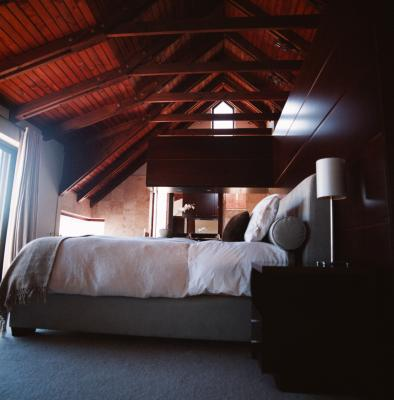 Ideas For A Loft Bedroom With Vaulted Ceilings Ehow Uk