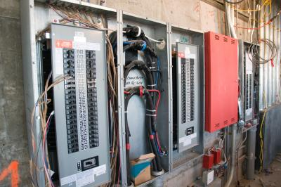 How to wire a 220v 30 amp circuit breaker ehow uk for How many amps is my electrical panel