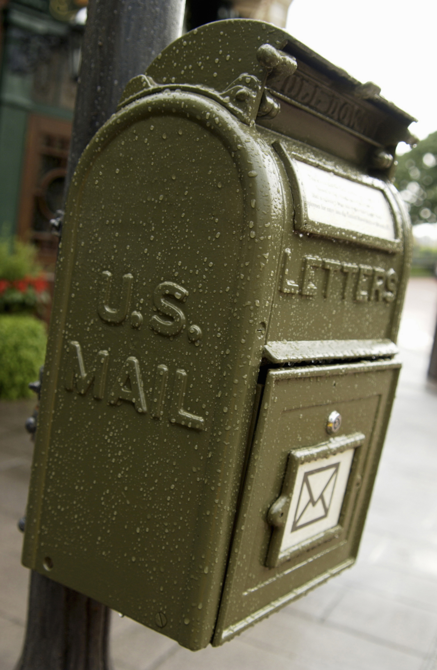 How to Send a Package in the Mail With No Return Address