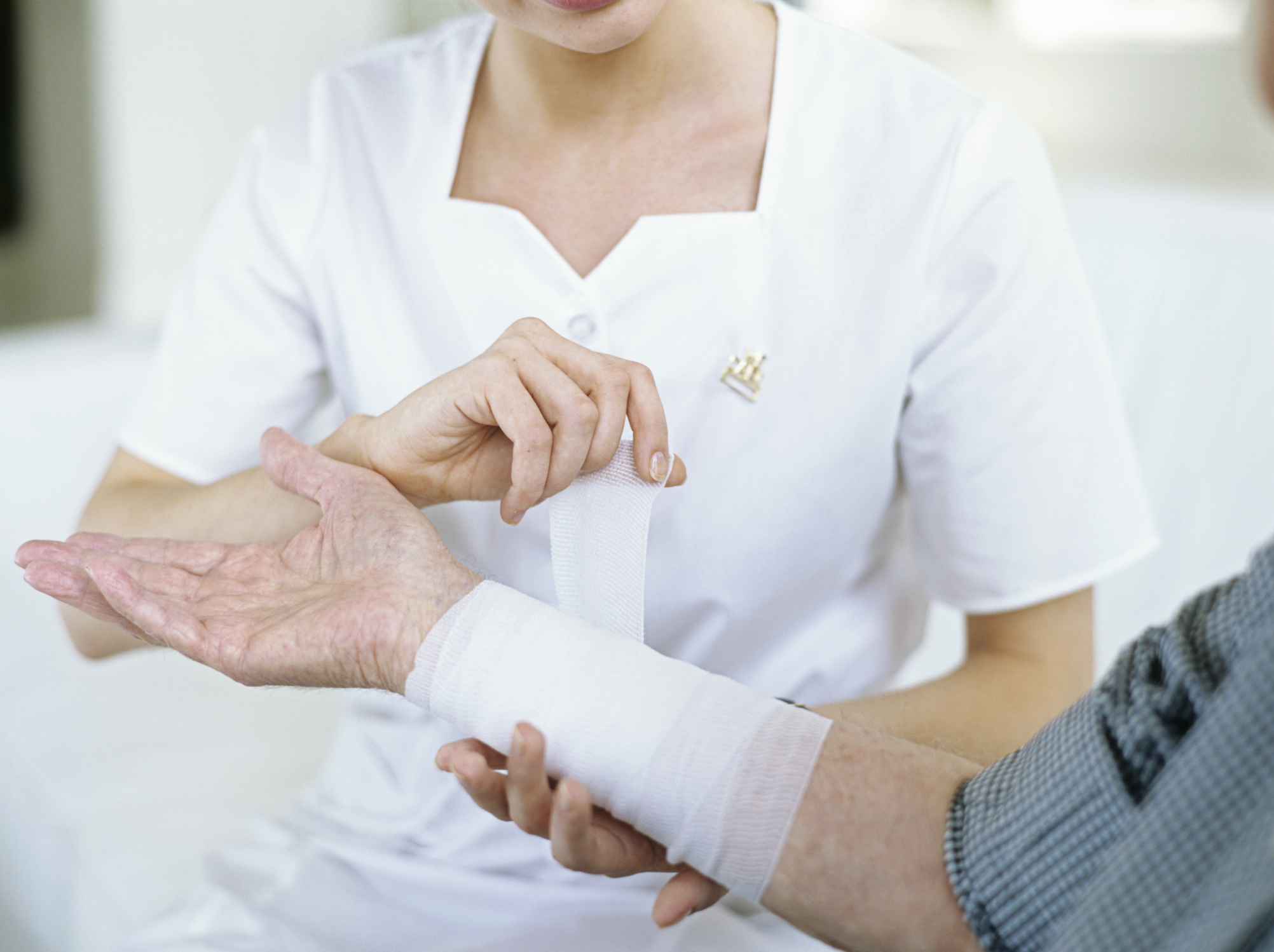 what are the duties of a wound care clinic rn