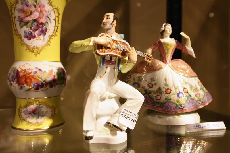 How to Tell Porcelain Figurines From Ceramic  Home Guides  SF Gate