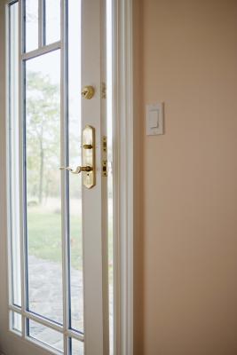 C mo pintar los marcos de puertas de madera de dos colores - Como pintar puertas de sapeli ...