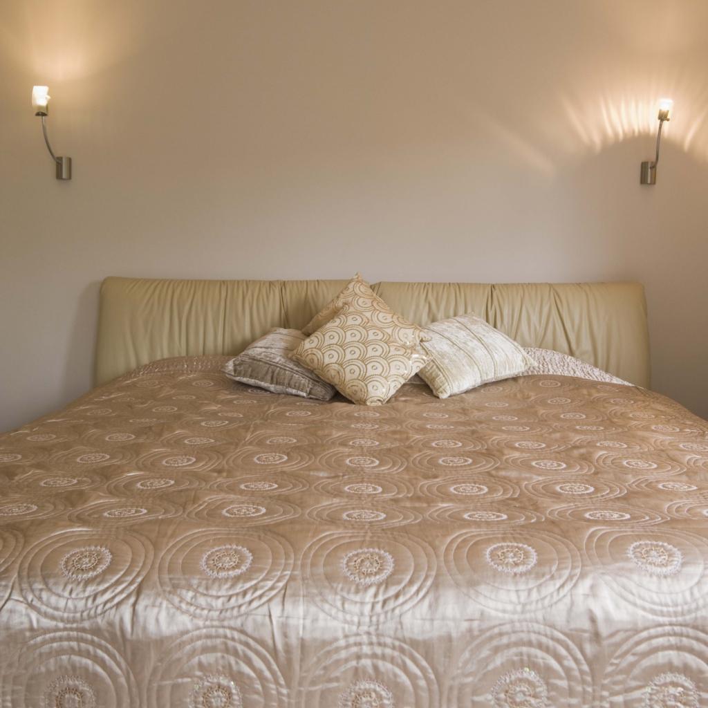 Apliques para cabeceros de cama interesting with apliques - Lamparas lectura cama ...