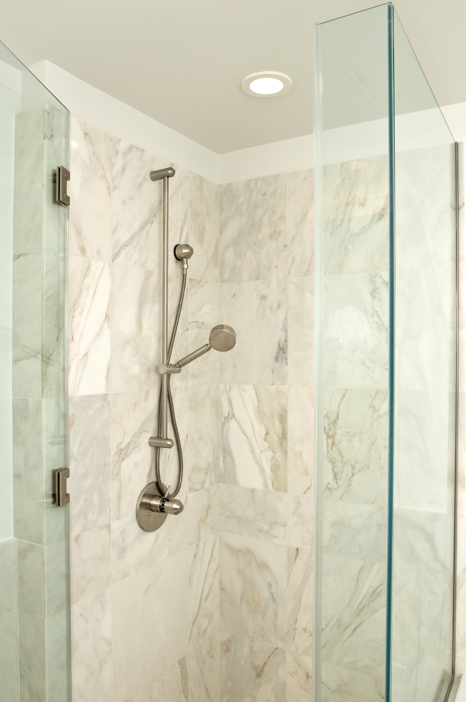 How To Hang Shower Curtains For A Garden Tub